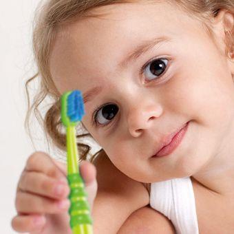 Dječja zubna četkica CURAPROX CK 4260